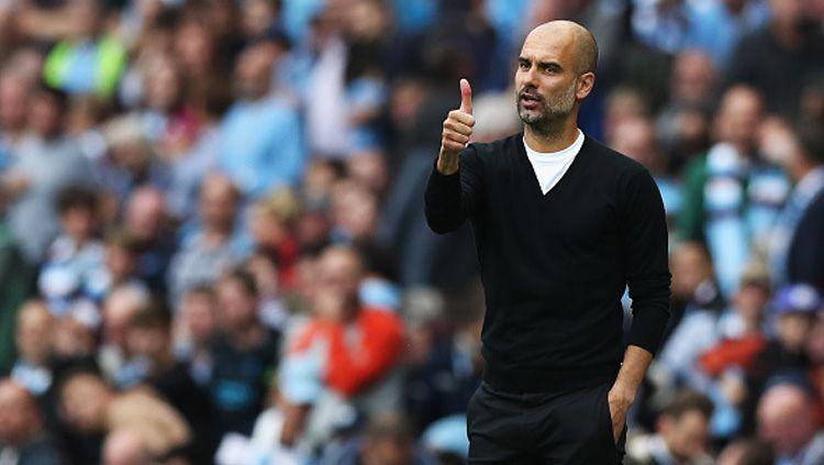 Manajer Manchester City, Pep Guardiola, menanggapi keunggulan lima angka Liverpool atas timnya dengan sikap santai. Copyright: © getty images