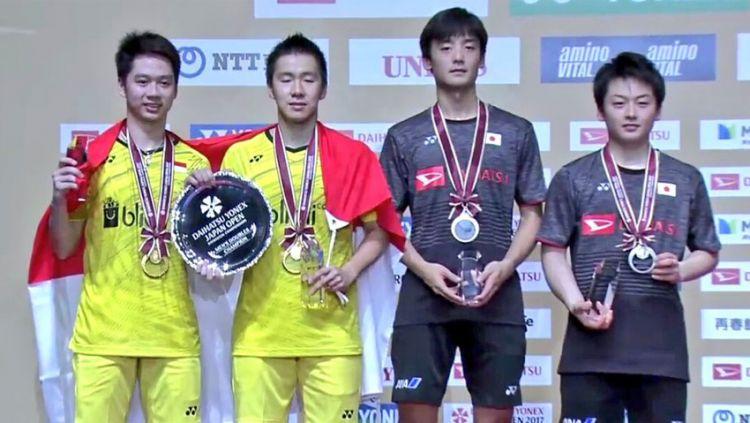 Kevin Sajaya/Marcus Gideon juara dengan mengalahkan Takuto Inoue/Yuki Kaneko di final. Copyright: © Twitter@antoagustian