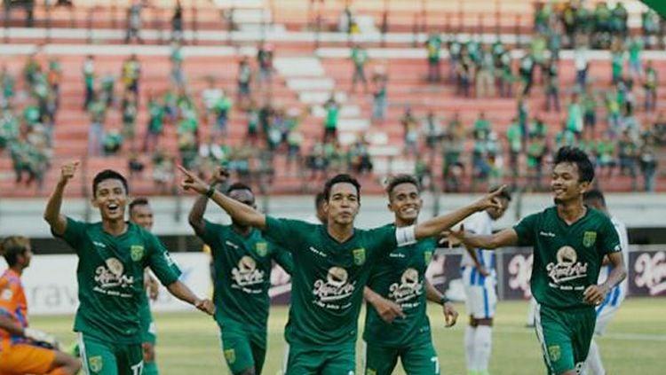 Selebrasi pemain Persebaya Surabaya. Copyright: © Twitter@persebaya
