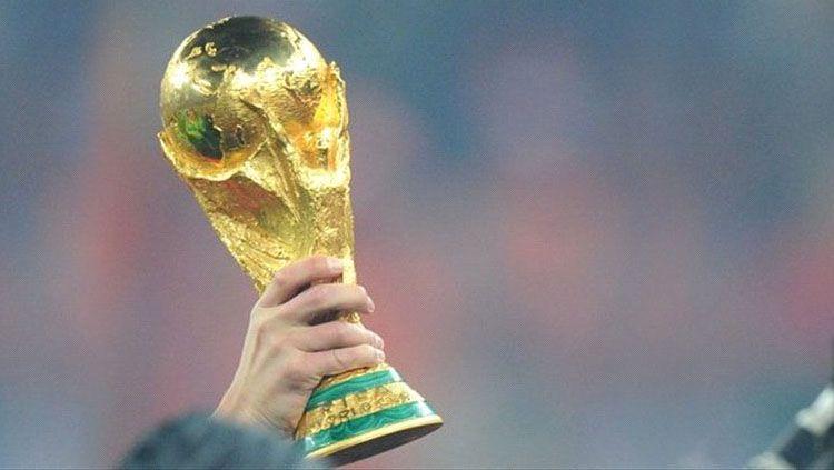Logo Piala Dunia Rusia 2018. Copyright: © Grafis: Eli Suhaeli/INDOSPORT