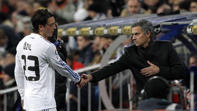 Kisah Jose Mourinho yang sempat colok mata Tito Vilanova di laga LaLiga Spanyol antara Real Madrid lawan Barcelona. Copyright: © INDOSPORT