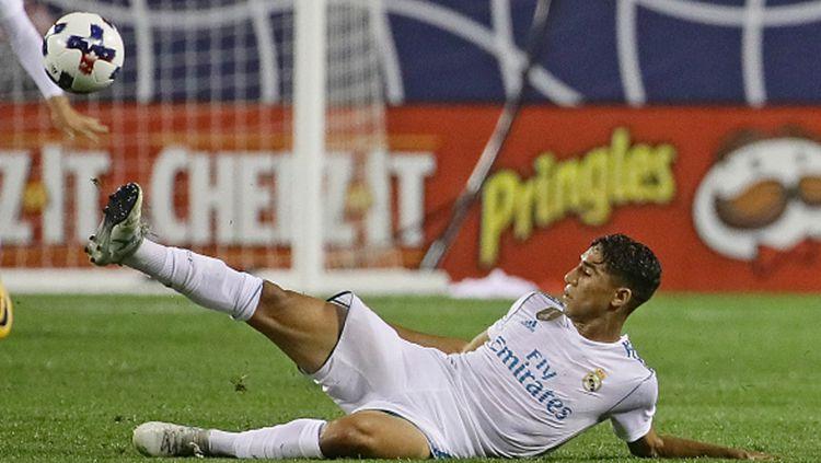 Klub Liga Inggris, Chelsea, kabarnya mendekati bek kanan Real Madrid, Achraf Hakimi. Copyright: © INDOSPORT