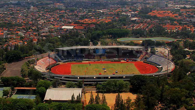 Kota Solo, Stadion Manahan, dan suporter klub sepakbola Solo. Copyright: © INDOSPORT