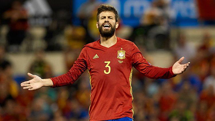 Gerard Pique kala memperkuat Timnas Spanyol. Copyright: © INDOSPORT