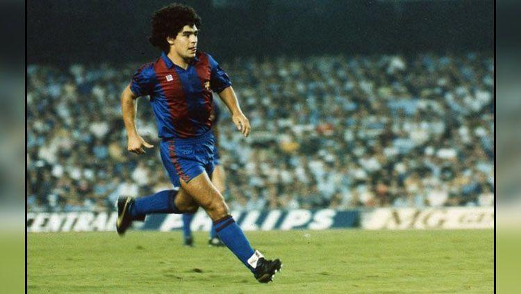 Diego Maradona punya tiga dosa kepada raksasa LaLiga Spanyol, Barcelona sebelum akhirnya ditendang ke Napoli. Copyright: © FCBarcelona