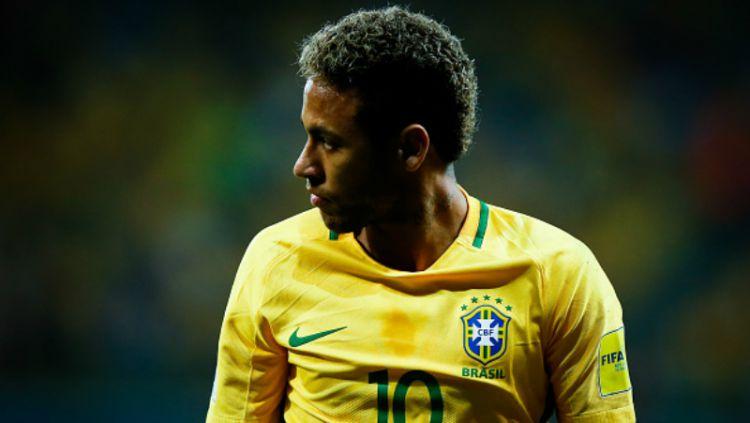 Neymar saat membela Timnas Brasil. Copyright: © INDOSPORT