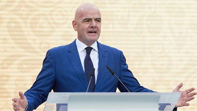Dunia sepak bola kembali diguncang oleh Covid-19. Kali ini giliran Presiden FIFA, Gianni Infantino, yang dinyatakan positif terjangkit penyakit tersebut. Copyright: © INDOSPORT