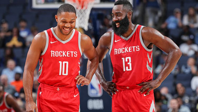 Eric Gordon dan James Harden, dua aktor kemenangan Houston Rockets atas Golden State Warriors. Copyright: © INDOSPORT