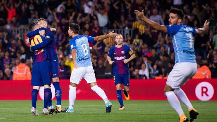 Para pemain Malaga saat melakukan protes gol Gerard Deulofeu. Copyright: © Istimewa