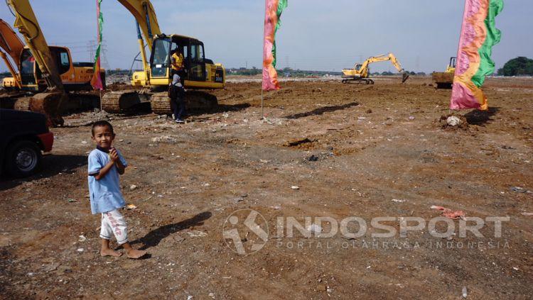 Kondisi Pembangunan Stadion BMW pada Oktober 2017 lalu.  Copyright: © Herry Ibrahim/Indosport.com