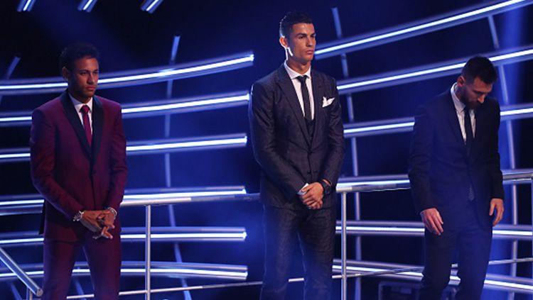 Neymar, Cristiano Ronaldo, dan Lionel Messi dalam acara The Best FIFA Football Awards 2017. Copyright: © INDOSPORT