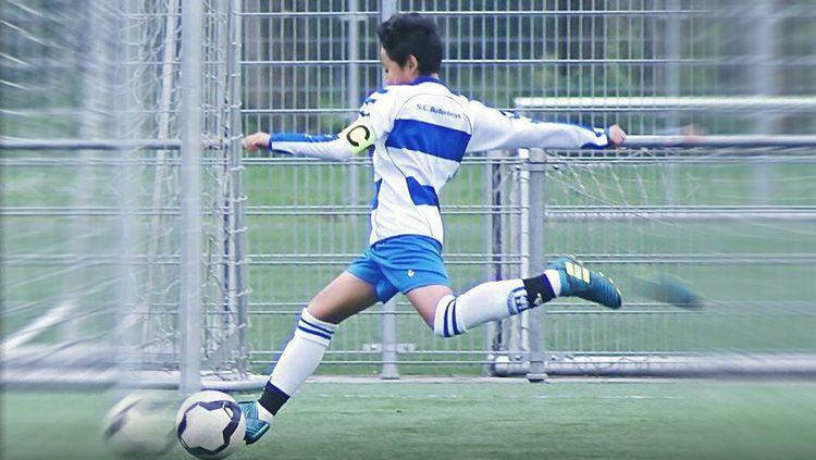 Bintang muda Indonesia yang bergabung dengan tim U-14 AFC Amsterdam, Richie Risnal ikut berbangga saat mendengar kabar bergabungnya Bagus Kahfi dengan FC Utrech Copyright: © INDOSPORT/istimewa