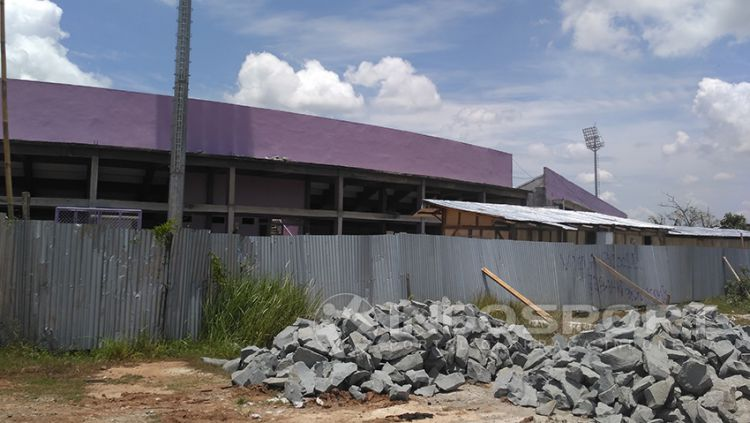 Stadion Benteng Taruna milik Persita Tangerang sudah memasuki tahap akhir pembangunan. Copyright: © Petrus Manus Da'Yerimon/Indosport.com