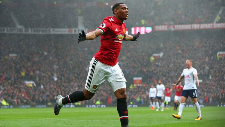 Selebrasi Anthony Martial usai membobol gawang Tottenham. Copyright: © Getty Images