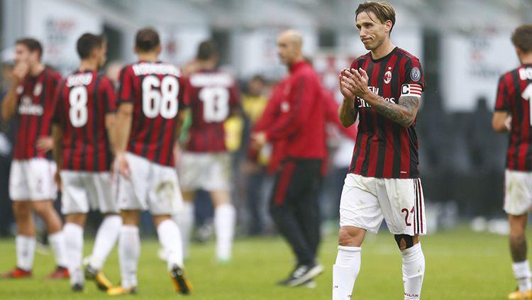 Pemain AC Milan, Lucas Biglia, terancam didepak pada musim panas ini. Copyright: © acmilan.com