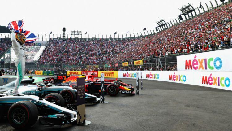 Lewis Hamilton saat dipastikan jadi juara dunia 2017 di GP Meksiko. Copyright: © INDOSPORT