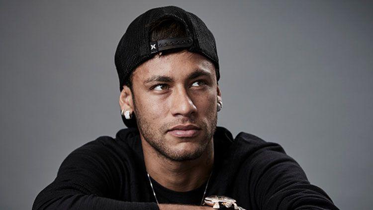 Neymar saat hadiri acara The Best FIFA Football Awards di London. Copyright: © INDOSPORT