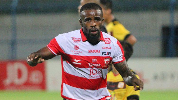 Greg Nwakolo, penyerang Madura United. Copyright: © Instagram/@@MaduraUnitedFC