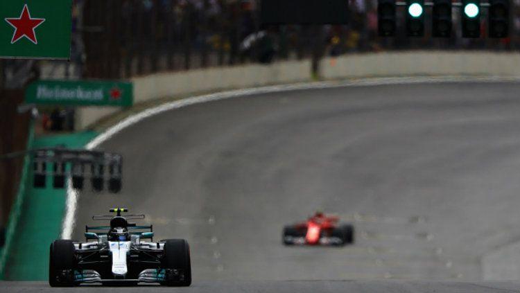 Valtteri Bottas di Depan Vettel. Copyright: © Getty Images