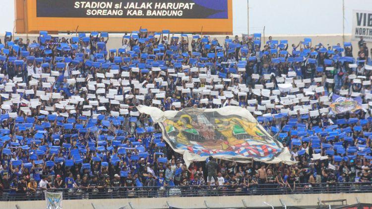 Koreografi Persib Bandung. Copyright: © Arif Rahman/INDOSPORT
