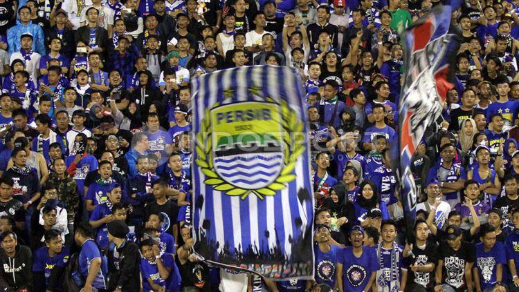 Pendukung Persib Bandung, Bobotoh dan Viking. Copyright: © Internet
