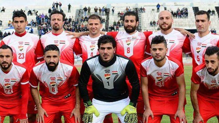 Al Ittihad adalah klub asal Suriah yang mengenakan kostum buatan MBB. Copyright: © Instagram/MBB