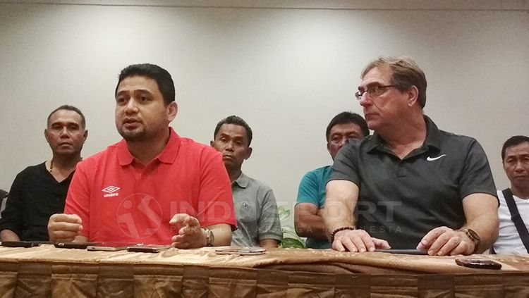 CEO PSM Makassar, Munafri Arifuddin (kiri) dan pelatih Robert Rene Alberts. Copyright: © Muhammad Nur Basri/INDOSPORT