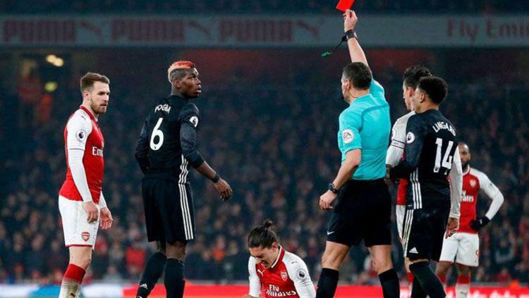 Paul Pogba mendapat kartu merah di laga melawan Arsenal. Copyright: © AFP