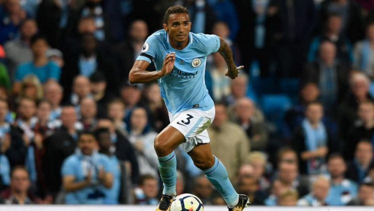 Danilo, bek Manchester City, siap pindah ke Inter Milan karena jarang dimainkan. Copyright: © City Watch