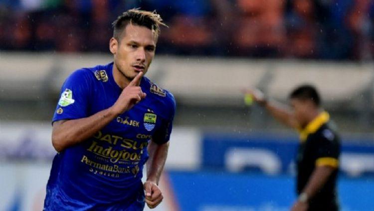 Raphael Maitimo, gelandang Persib Bandung. Copyright: © voetbalzon