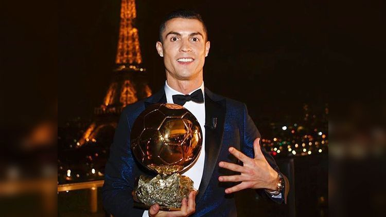Cristiano Ronaldo berhasil meraih Ballon d Or 2017 Copyright: © dailymail.co.uk