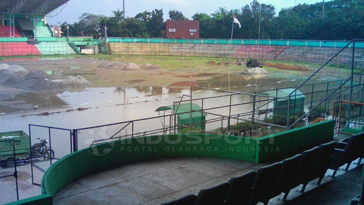 Stadion Teladan saat digenangi air. Copyright: © Kesuma Ramadhan/INDOSPORT