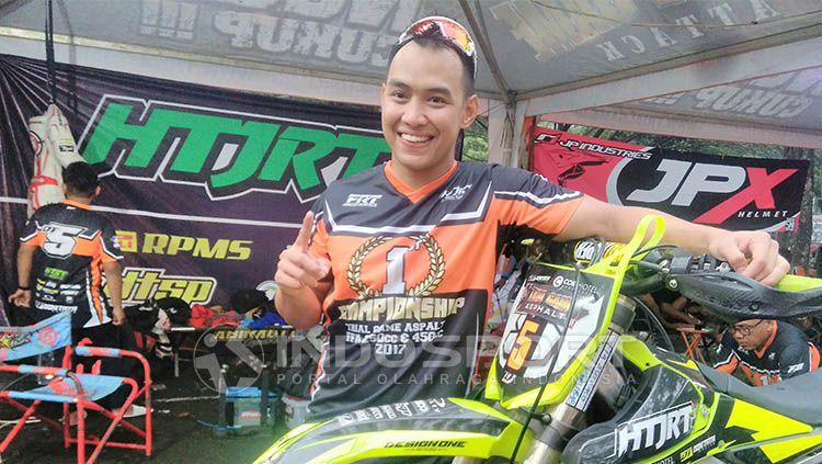 Doni Tata kini menjadi pembalap motocross Copyright: © Indosport/Ian Setiawan