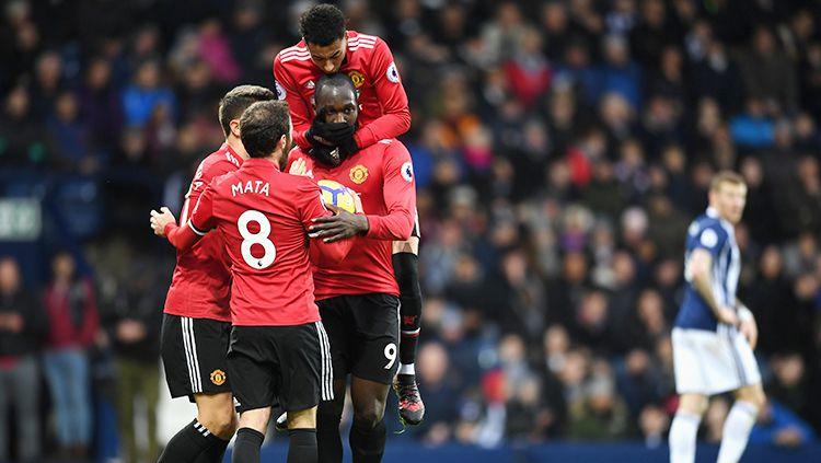Aksi selebrasi pemain Man United setalah Romelu Lukaku mencetak gol ke gawang West Bromwich Albion. Copyright: © INDOSPORT