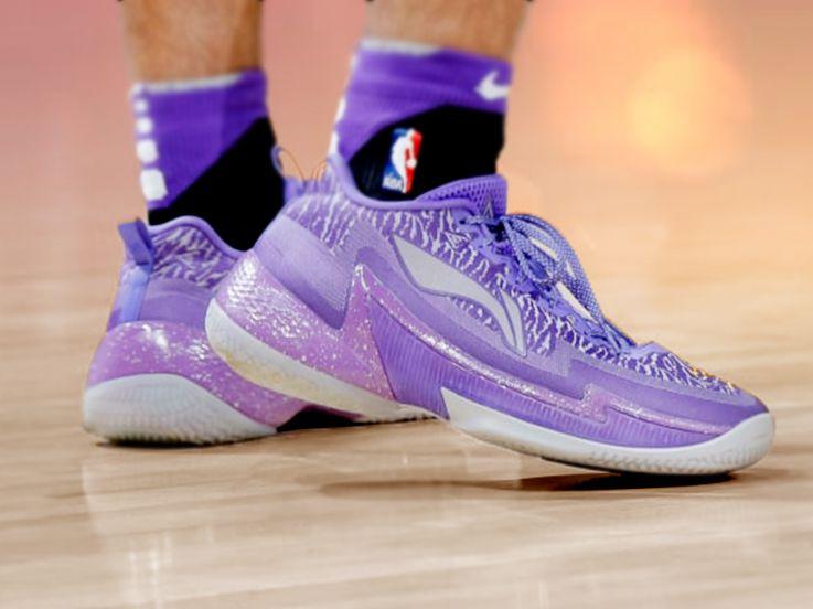 Deretan Sepatu Unik Pebasket NBA Musim Ini