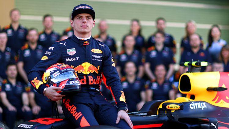 Pembalap tim Red Bull Racing, Max Verstappen, diyakini berpeluang besar menjadi juara dunia Formula 1 (F1) musim 2020 ini dan mengalahkan Lewis Hamilton. Copyright: © Indosport.com