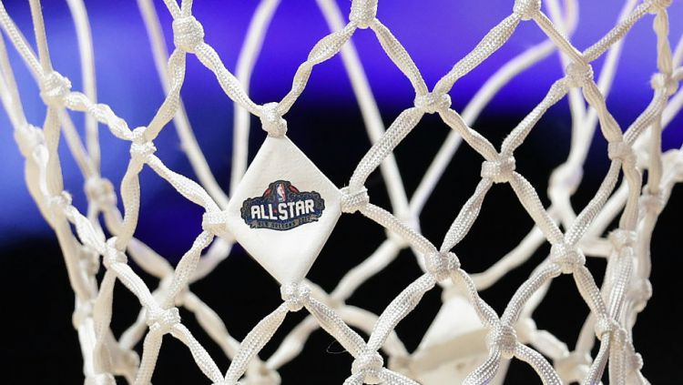 Logo NBA All Star terpampang di jaring basket. Copyright: © Getty Images
