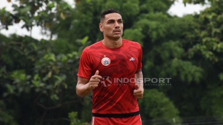 Pemain asal Brasil, Jaimerson da Silva Xavier dalam latihan Persija Jakarta. Copyright: © Herry Ibrahim/INDOSPORT