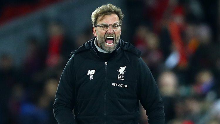 Pelatih Liverpool, Jurgen Klopp saat memberikan instruksi dari luar lapangan. Copyright: © Getty Images