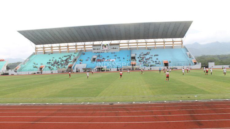 Stadion Moch Soebroto. Copyright: © INDOSPORT/Arief Setiadi
