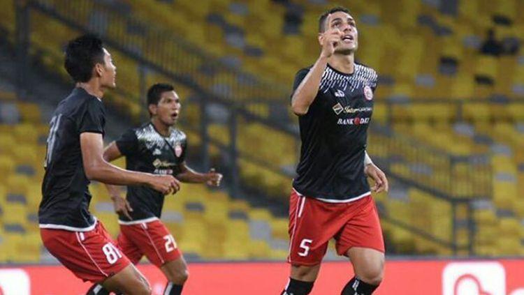 Jaimerson da Silva (kanan) usai mencetak gol kedua untuk Persija Jakarta Copyright: © Media Persija