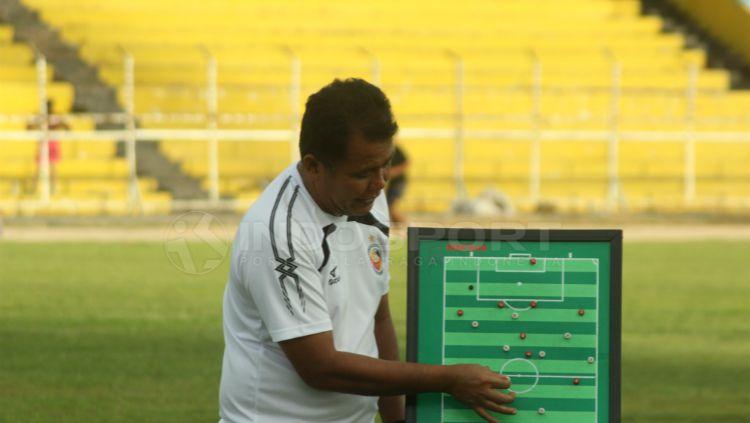 Syafrianto Rusli, pelatih Semen Padang Copyright: © Taufik Hidayat/INDOSPORT