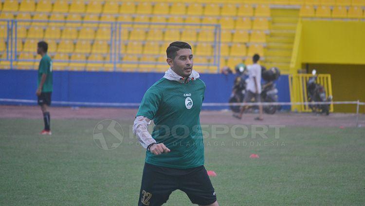 Esteban Gabriel Vizcarra saat jalani latihan bersama Sriwijaya FC. Copyright: © Muhammad Effendi/INDOSPORT