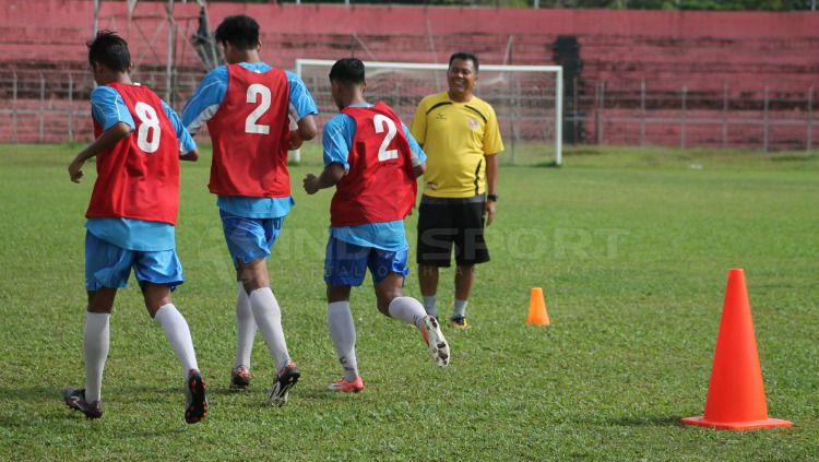 Sesi latihan Semen Padang di Stadion H Agus Salim, Padang. Copyright: © Taufik Hidayat/INDOSPORT