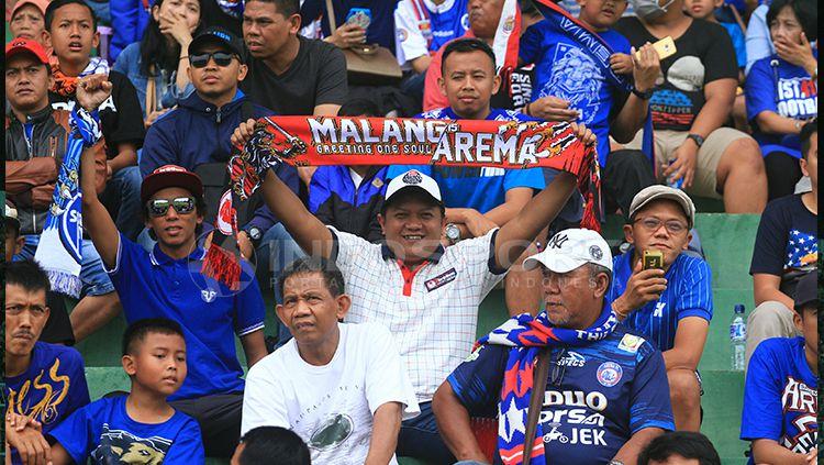 Aremania pendukung Arema FC. Copyright: © Ian Setiawan/INDOSPORT