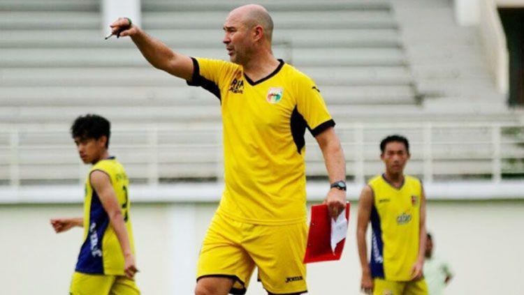 Pelatih Mitra Kukar, Rafael Berges Marin. Copyright: © cordobadeporte.com
