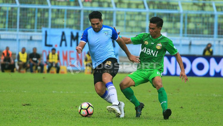 Gaston Castano ketika masih bermain di Persela Lamongan. Copyright: © Ian Setiawan/Indosport.com