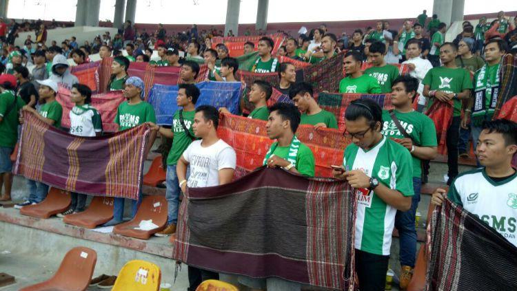 SMeCK Hooligan koreografi ulos di Stadion Manahan, Solo. Copyright: © Istimewa