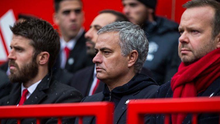 Jose Mourinho saat konferensi pers. Copyright: © Getty Images