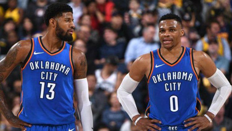 Oklahoma City Thunder melakukan trade terhadap Russell Westbrook (kanan) dan mengirim Paul George (kiri) ke LA Clippers. Copyright: © NBA